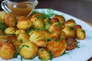 ZHarenyiy-molodoy-kartofel-s-ukropom-3