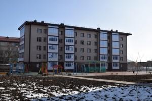 Девятиэтажные корпуса в конце улицы Октябрьская