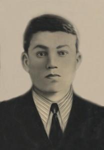 Остаев Пора Ильич 1920г.р. с